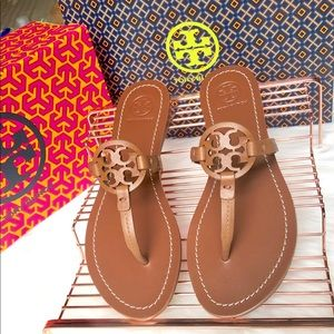 New Authentic Tory Burch veg leather sandals 8.